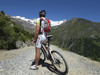 Scoprire il territorio in mountain bike (foto Visitmonterosa)
